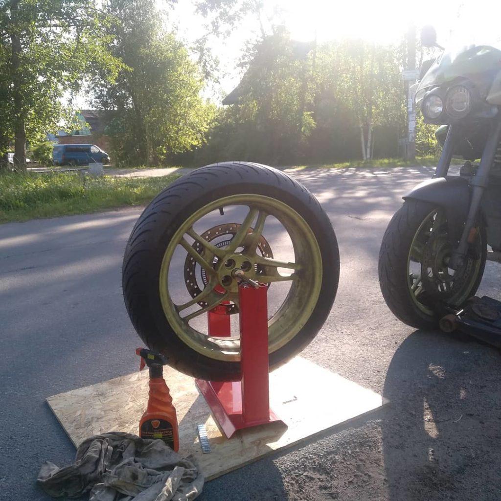 Стенд для балансировки колес мотоцикла